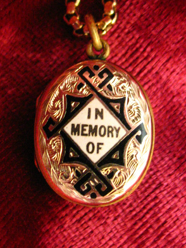 In Memory Of Locket Victorian