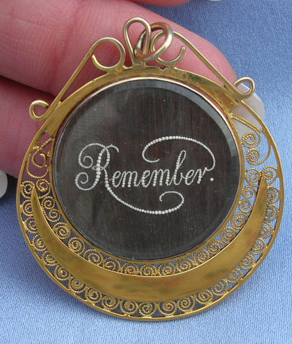 Remember Pendant with Pearls