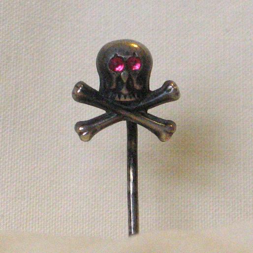 Mento Mori Skull Pin Ruby Eyes