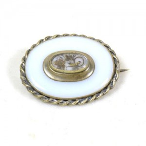 Chalcedony_brooch_front