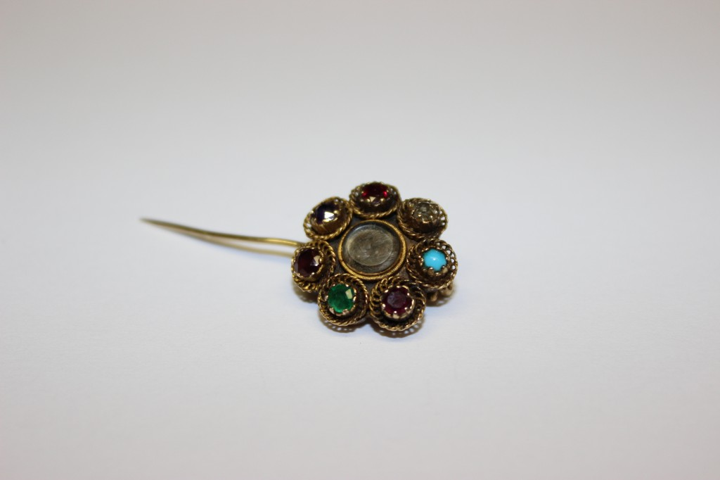 REGARD brooch