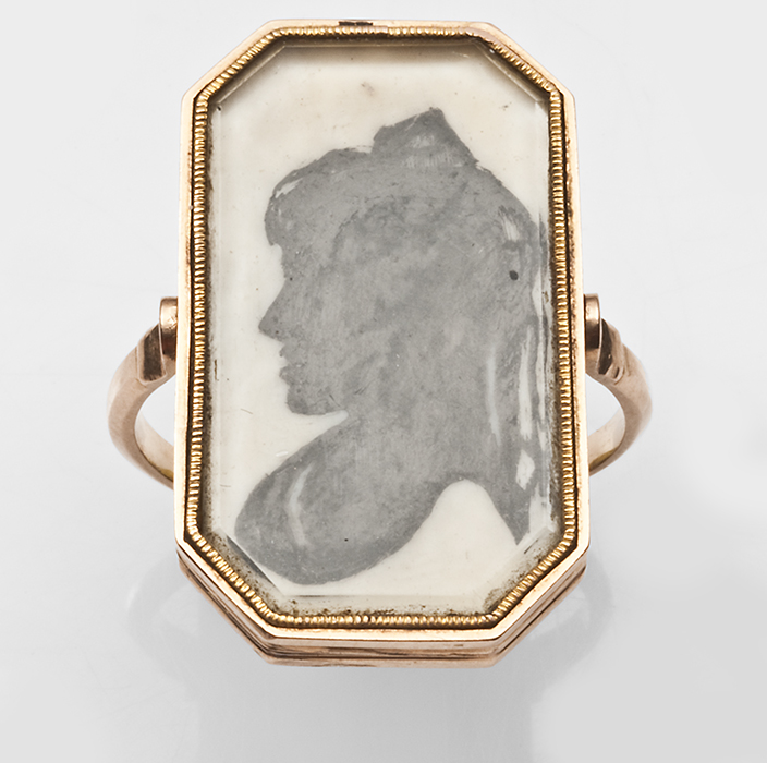"""Eleanor"" swivel ring, late 18th century Silhouette"