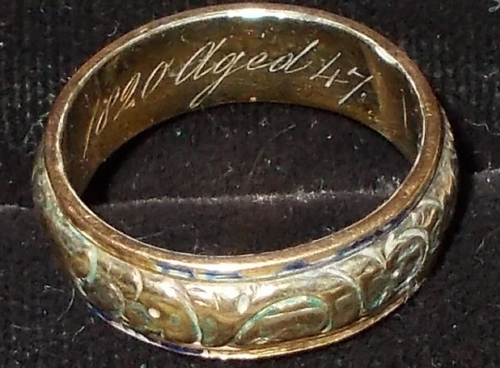 "Mourning Ring for ""Lois Boyes 24 July 1820, age 47"""