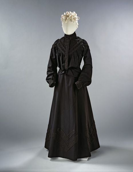 Wool trimmed with mourning crape and lined with glazed cotton; waistband made of cotton twill faced with glazed cotton, and fastened with metal hooks and eyes