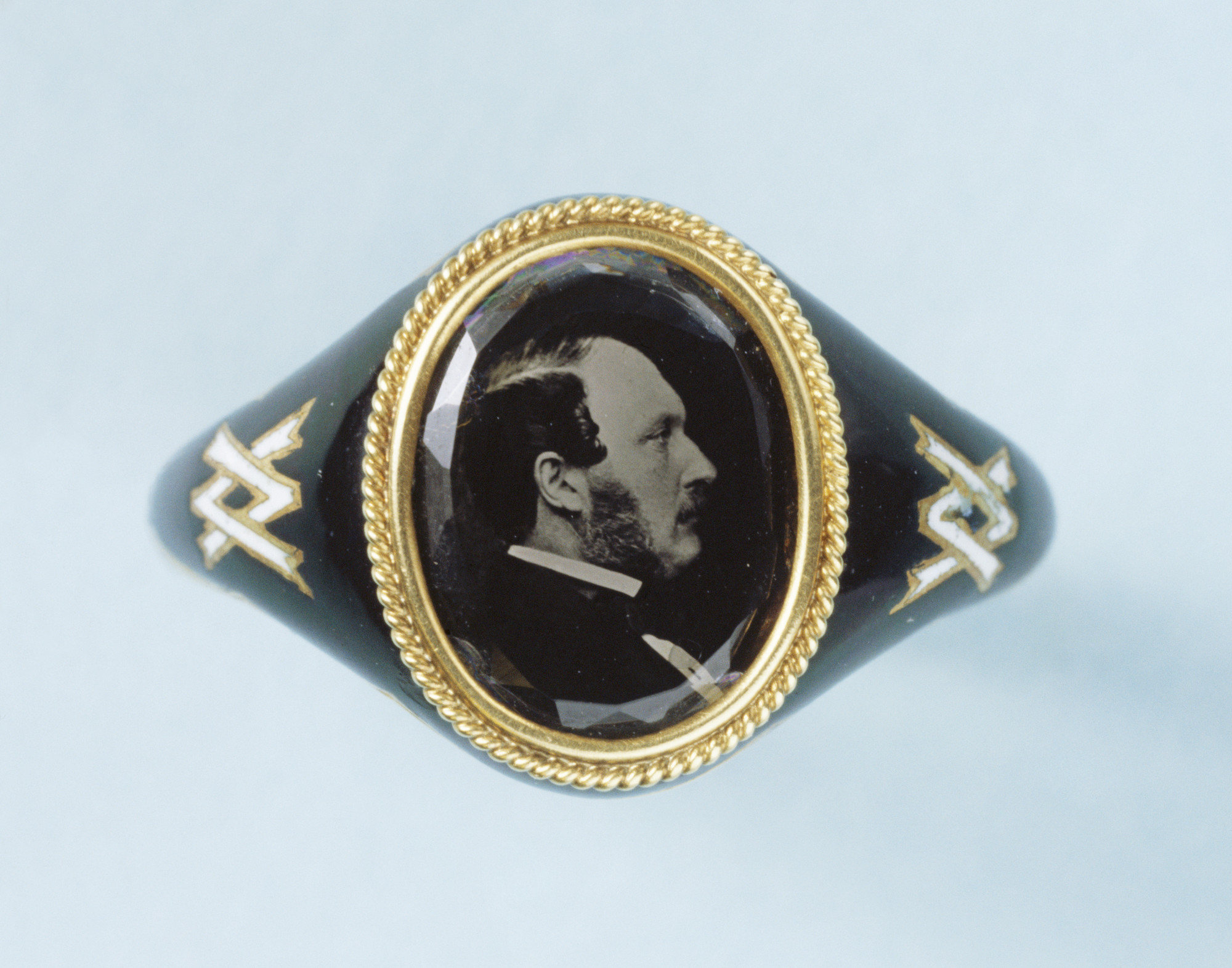 Definition Of Mourning Ring