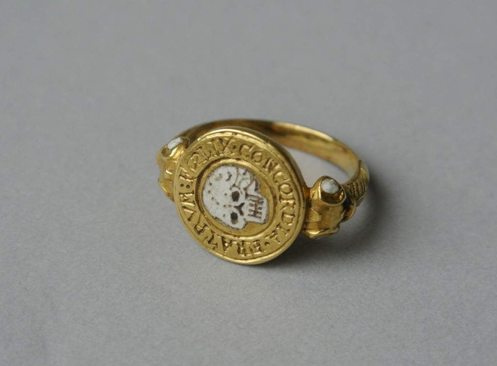 """17th Century memento mori mourning ring """"FOELIX CONCORDIA FRATRUM"""""""