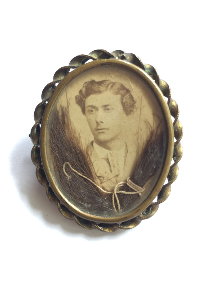 Photographic brooch in pinchbeck