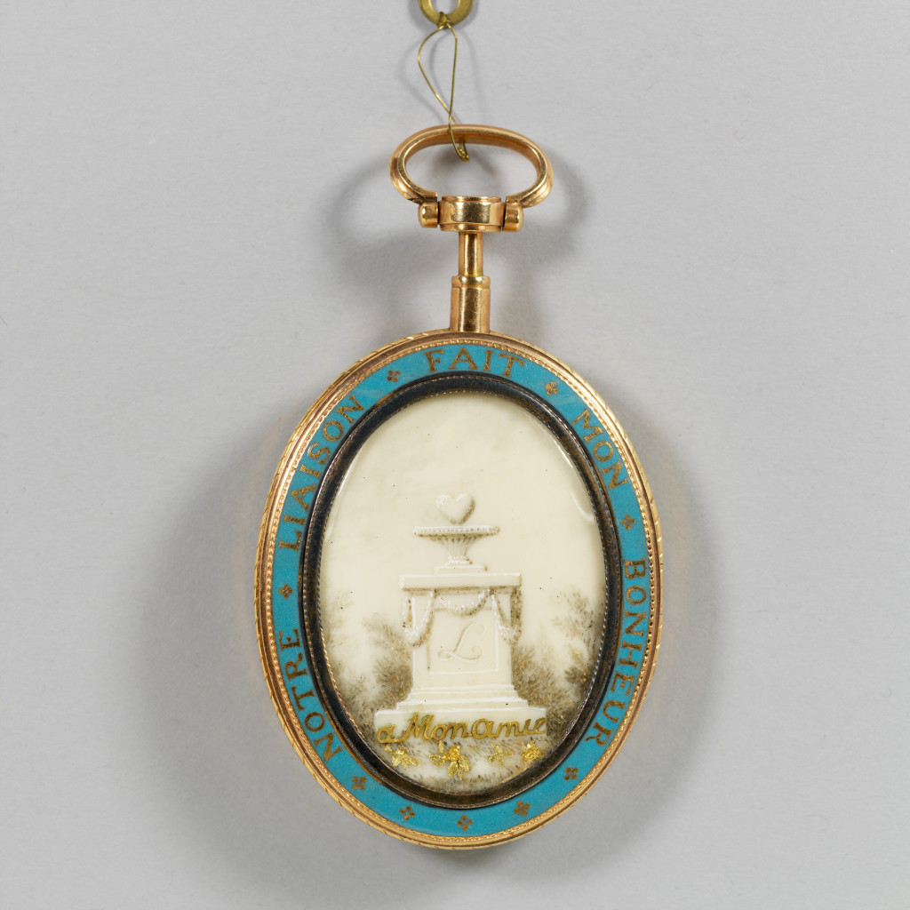 1821_locket_miniature02