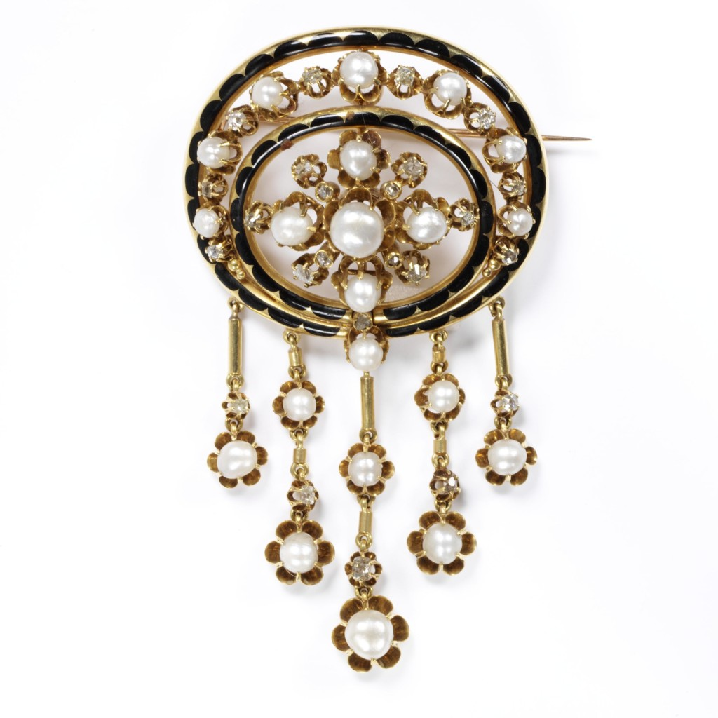 Openwork gold, enamelled in black set with diamonds and pearls, with pearls and diamond pendants