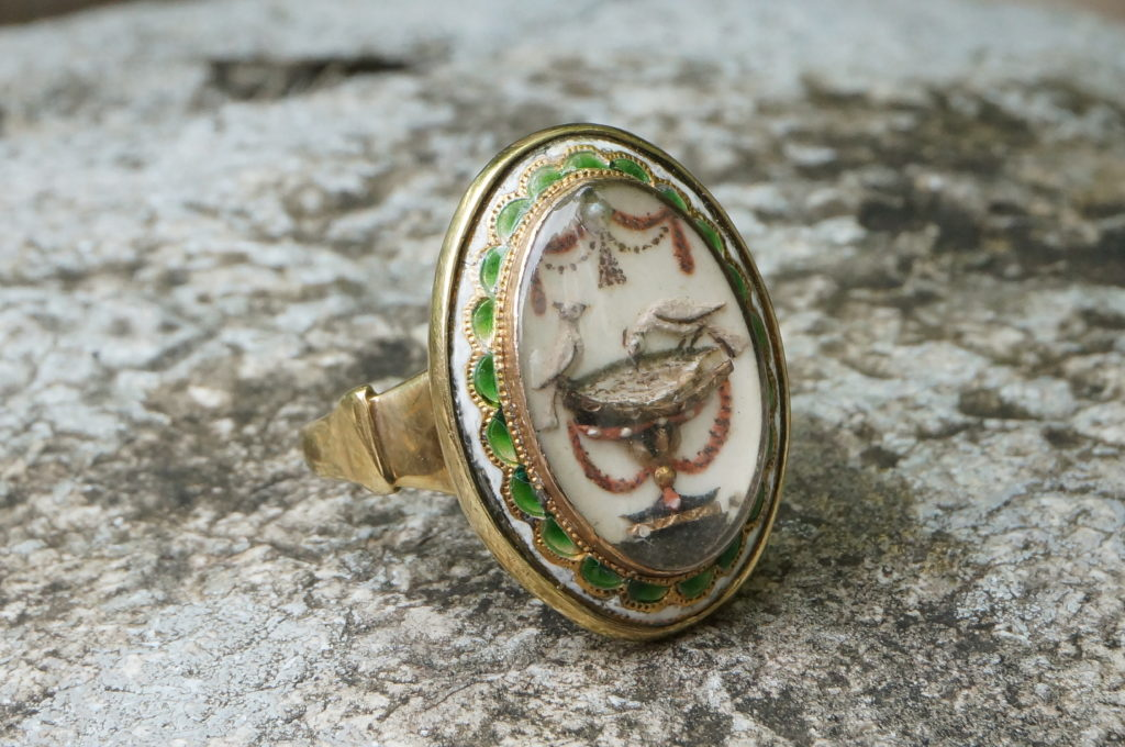 Green Enamel Sentimental Ring with Love Birds & Garlands, Neoclassical, c.1780