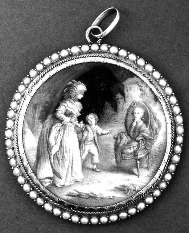 Pendant grisaille-painted miniature of a woman and child in mourning with the portrait of a man placed on a chair, under glass in a gold setting with a border of pearls.