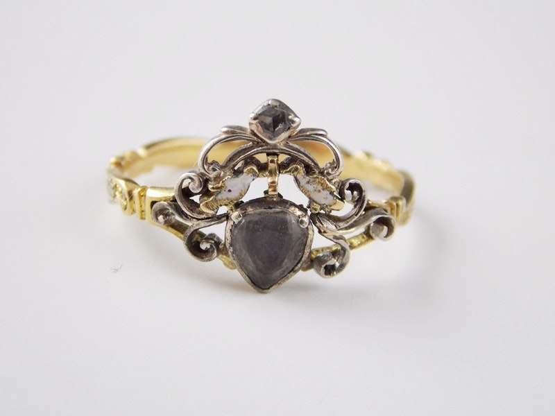 Mourning ring R:R:OB 28 May 1727 AE:23. White enamel, Rococo ribbon band, doves and Georgian heart.