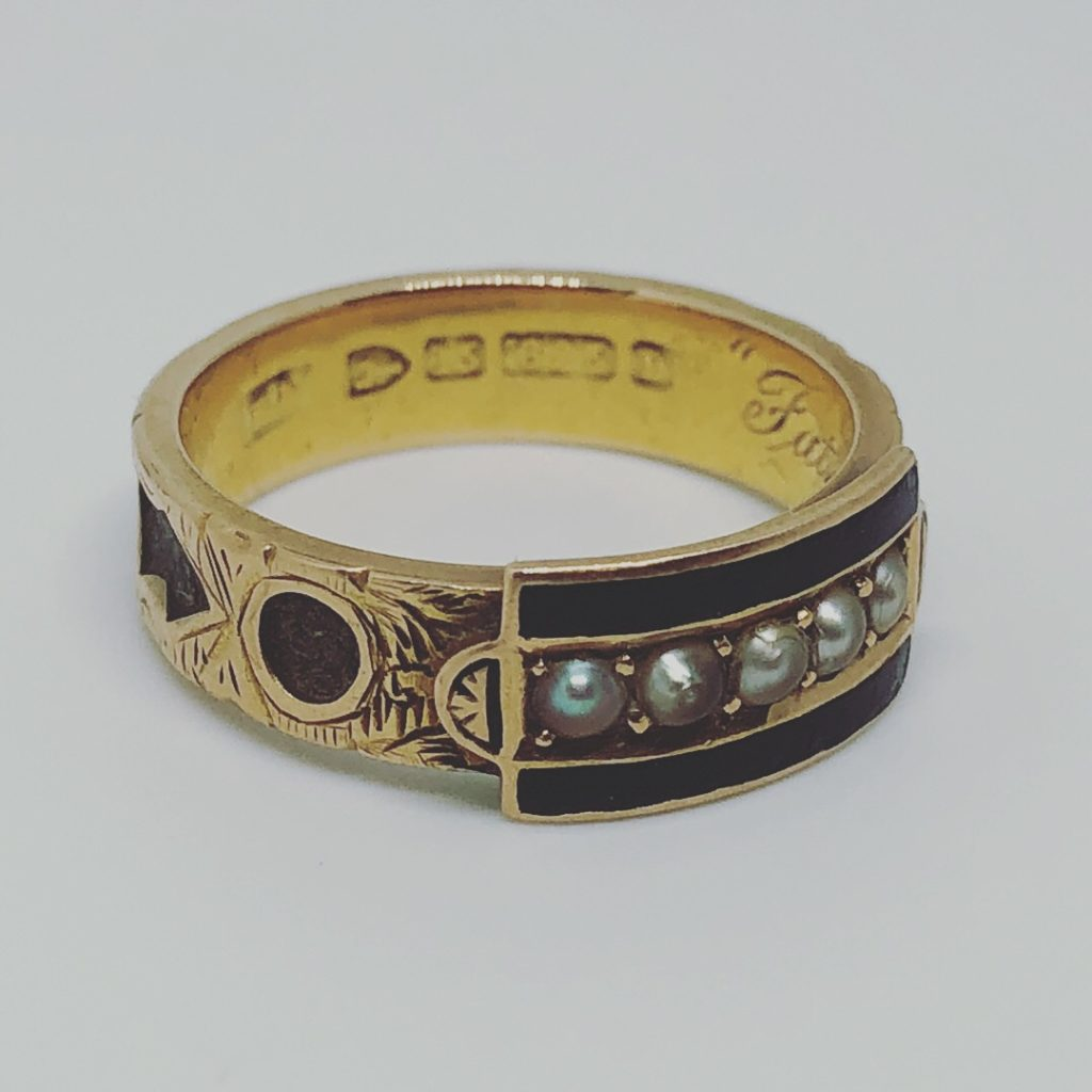 Mourning ring for 'father', black enamel, pearl, hair. 1888.